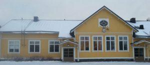 Kuvassa on Pihlavan Putken nuorisotilan rakennus ulkoapäin talvella.