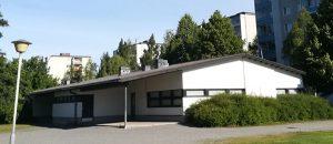 Kuvassa on Sampolan nuorisotilan rakennus ulkopäin.