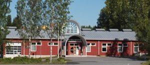 Kuvassa on Merikarvian kirjastorakennus.