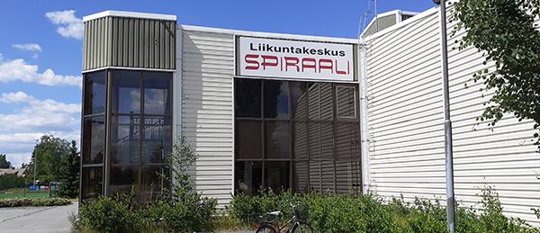 Kuvassa on Liikuntakeskus Spiraalin rakennus ulkoapäin.