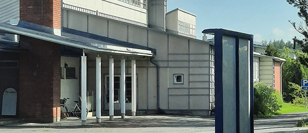 Kuvassa on Huittisten ammatti- ja yrttiäjäopiston Kokemäen kampuksen rakennus.