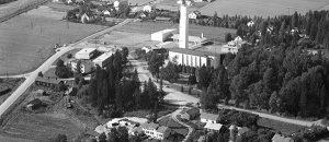 Kuvassa on Nakkilan kunta kuvattuna ylhäältäpäin. Kuva on mustavalkoinen.
